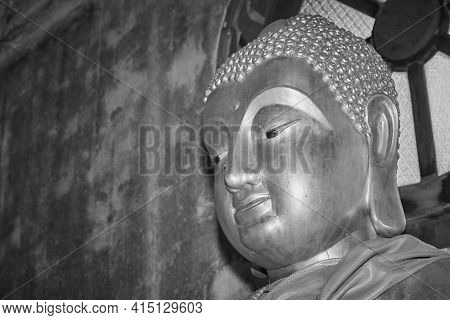 Phayao, Thailand - Dec 20, 2020: Headshot Black And White Front Left Gold Buddha Statue In Chinese T