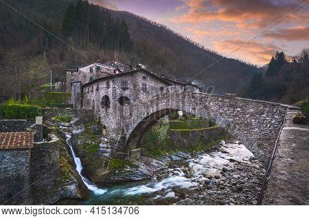 Fabbriche Di Vallico Ancient Village And Old Bridge Over The Creek. Fabbriche Di Vergemoli, Apuane P