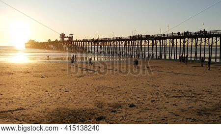 Oceanside, California Usa - 27 Dec. 2019: Wooden Pier And People Walking. Tourists Strolling In Wate