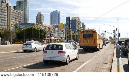 San Diego, California Usa - 31 Jan 2020: American Yellow School Bus On Street In Downtown. Schoolbus