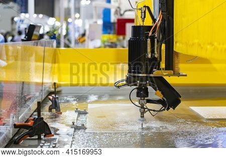 Close Up Seat Nozzle Of Precision Automatic Cnc High Speed & Pressure Water Jet Cutting Machine Duri