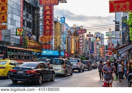 Bangkok/thailand - 18 June 2020 : Unacquainted Thai People Or Tourist In Bangkok China Town Thailand