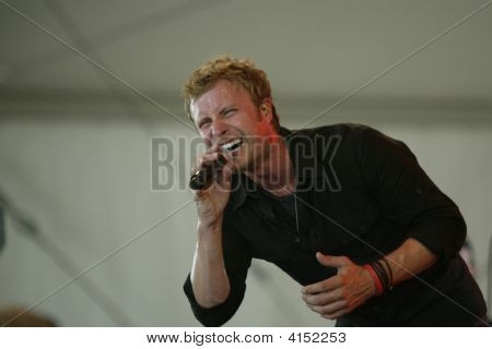 Dierks Bentley Belting Out The Hits  Bonnaroo 2007