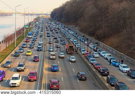 Kyiv, Ukraine-march 27, 2021:traffic Jam With Rows Of Cars On Motorway In The Week-end Day In Kyiv.