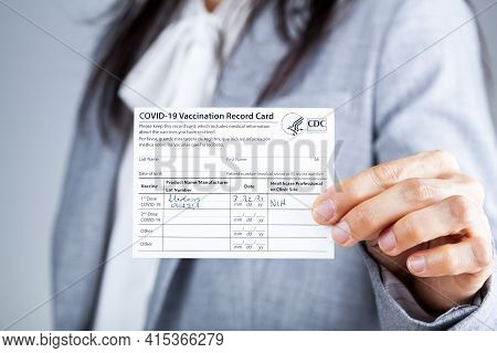 Clarksburg, Md, Usa 03-29-2021: A Caucasian Businesswoman Is Showing Her Cdc Issued Covid Vaccinatio