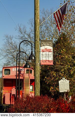 Clifton, Va, Usa 11/14/2020: Historic Clifton Is A Small  Picturesque Town, Home To Devereux Station