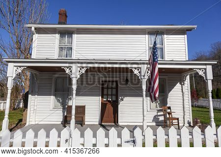 Clifton, Va, Usa 11-14-2020: A Two Story, White, Wooden, Well Preserved, Vintage, 19th Century Singl