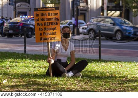 Washington Dc, Usa 11/06/2020: A Blonde Woman Wearing Face Mask Due To Covid-19 Is Sitting With A Ba