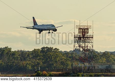Washington Dc, Usa 10/03/2020: An Airbus A321 Airplane By Delta Airlines Is Landing Descending To La