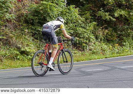 Shenandoah Valley, Va, Usa 09/27/2020: A Professional Cyclist (mountain Biker) Wearing Cycling Tight