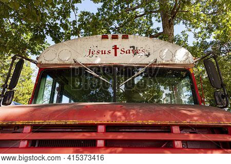 Indian Head, Md, Usa,  09/19/2020: Bug Eye View Of A Red Old Rusty  Ic School Bus Which Is Later Dec
