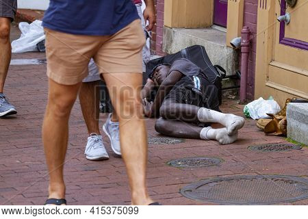 Annapolis, Md 08/21/2020: A Homeless African American Man Is Sleeping On The Cobblestone Sidewalk On