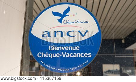 Bordeaux , Aquitaine France - 03 29 2021 : Cheque Vacances Ancv Logo Brand And Text Sign Sticker On