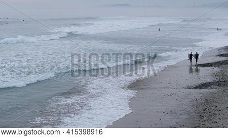 Encinitas, California Usa - 21 Dec. 2019: People Walking On Beach After Surfing, Cold Ocean Water. S