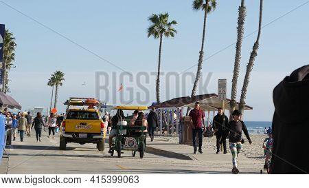 Oceanside, California Usa -16 Feb 2020: People Walking Strolling, Waterfront Sea Promenade, Beachfro