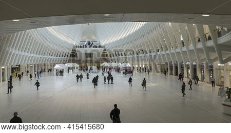 New York City, Usa - April 25,2018 : People Walking In The Oculus Transportation Hub At World Trade