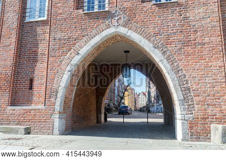 Gdansk, Poland - March 31, 2021: Chlebnicka Gate In Old Town Of Gdansk.