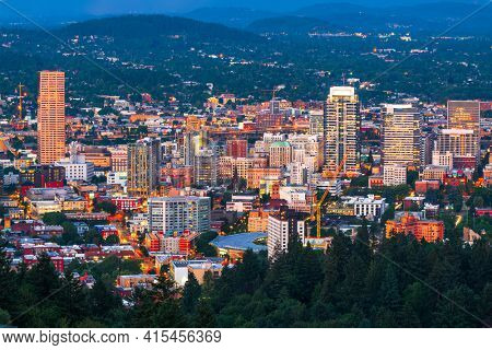 Portland, Oregon, USA downtown cityscape at twilight.
