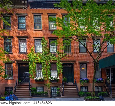 New York City, Usa, May 2019, View Of A Red Brick Buildings In The Chelsea Neighborhood