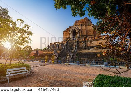 Wat Chedi Luang Is A Buddhist Temple In The Historic Centre And Is A Buddhist Temple Is A Major Tour