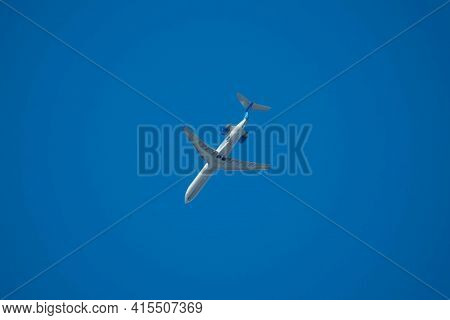 Chicago, Il March 21, 2021, United Airlines Medium Size Blue Passenger Airplane On Clear Sky Backgro