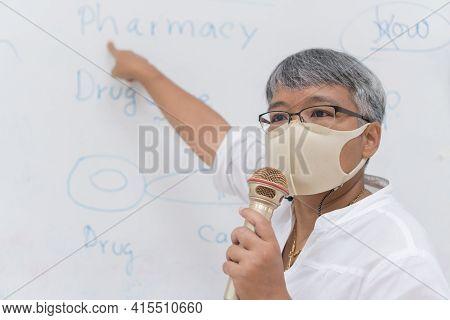 Speaker Professor Female Asian Teaching Explain Wear Medical Face Mask For Safety Speaking Microphon