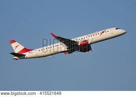 Vienna, Austria - May 13, 2018: Austrian Airlines Embraer Erj-195 Oe-lwc Passenger Plane Departure A