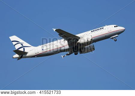 Vienna, Austria - May 20, 2018: Aegean Airlines Airbus A320 Sx-dvt Passenger Plane Departure And Tak