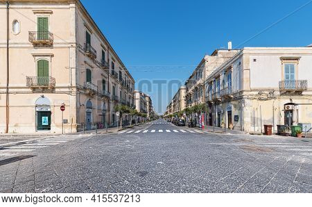 Syracuse Sicily/ Italy -april 11 2020: The Umberto Street Deserted And Desolate At The Time Of Covid