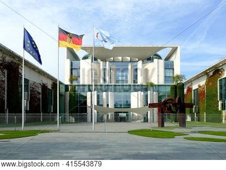 Berlin, Germany, September 13, 2020, Chancellery, Seat Of The German Federal Chancellor With Flag An