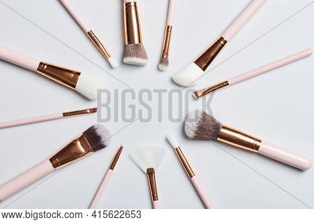 Circle Shape Form Make Up Brushes