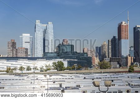 New York, Usa - October 21, 2015:  Street View To  Neighborhood Midtown With Penn Station In New Yor