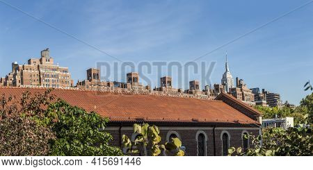 New York, Usa - October 21, 2015:  Skyline Of New York  Seen From Lower West Side With Typical Red B
