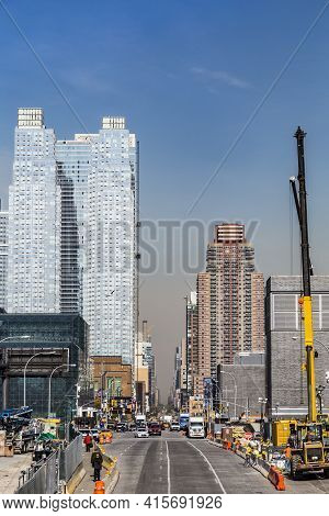 New York, Usa - October 21, 2015:  Street View To  Neighborhood In Midtown With  Construction Site I