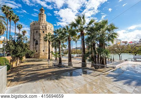 Seville, Spain - 06 April, 2019: Torre Del Oro, Historical Limestone Tower Of Gold In Seville, A Big