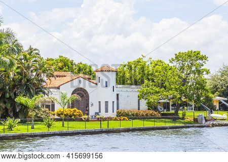 Fort Lauderdale, Usa - August 1, 2010: Luxurious Waterfront Home  In Fort Lauderdale. There Are 165