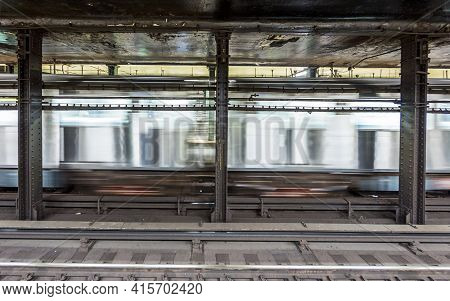 New York, Usa - Oct 21 2015: Train In Subway Stationatlantc Avenue In New York. With 1.75 Billion An