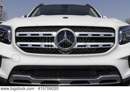Lafayette - Circa April 2021: Mercedes-benz Dealership. Mercedes-benz Is A Global Automobile Manufac