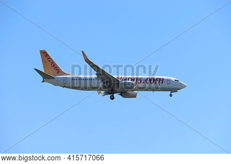 Amsterdam, The Netherlands - August, 7th 2020:  Tc-azp Pegasus Boeing 737 Final Approach To Polderba