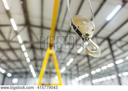 Close Up Swivel Electric Crane Hook For Overhead Crane In The Workshop Or Factory