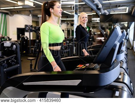 Beautiful Smiling Athletic Woman In The Sportswear Doing Fitness Cardio Exercises In The Gym. Athlet