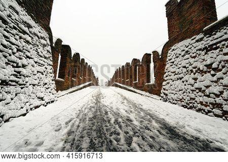 Ponte Di Castelvecchio Or Ponte Scaligero. Ancient Fortified Bridge Of The Verona Castle (1354-1356)