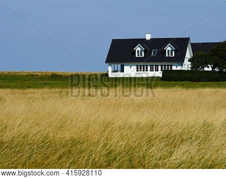 Beautiful Classical Summer House In The Middle Of Nature Great Escape On Vacations - With Space For