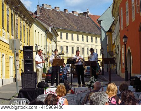 Budapest, Hungary - 12 Огт 2011: The Concert On Street In Budapest, Hungary