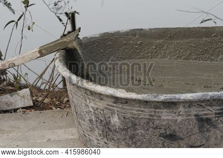 The Cement Mix Sand In Mortar Mixing Tank