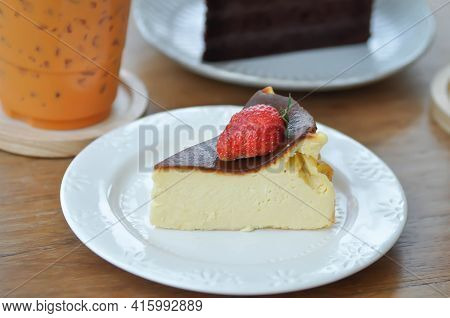 Basque Burnt Cheesecake, Burnt Cheesecake With Straberry Topping