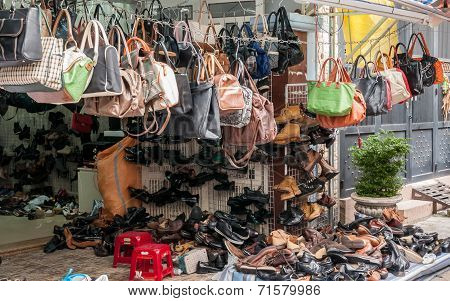 Secondand clothings and handbags for sale