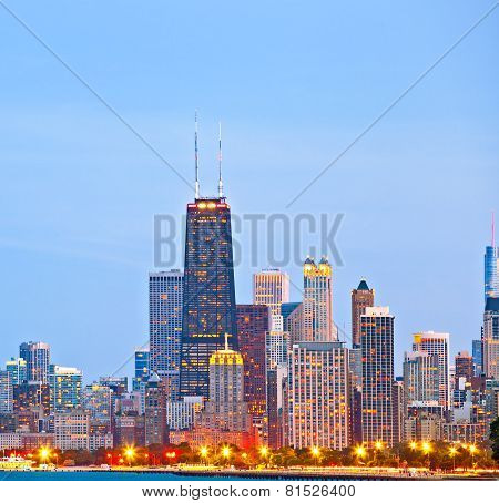 Chicago skyline of downtown buildings at sunset