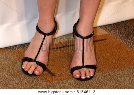 Feet laura prepon Nude Celebrities