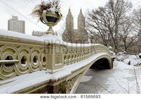 Bow Bridge in the snow, Central Park, Manhattan, New York City